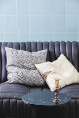 Nordal COSMO kussenhoes blauwe bloemen en oranje / bruine achterkant | 50 x 50 cm