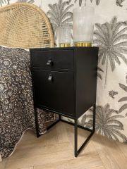MD Interior Sydney nachtkastje hout met deurtje zwart