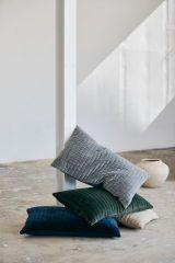 Nordal CASTOR kussenhoes donkerblauw velvet | L63 x B38 cm